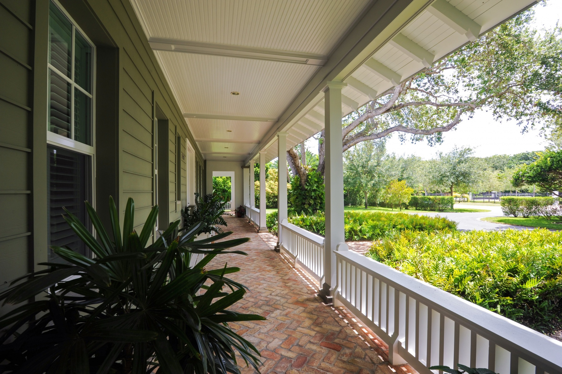 22_12700SW62ndAve_71_FrontEntryPorch_HiRes